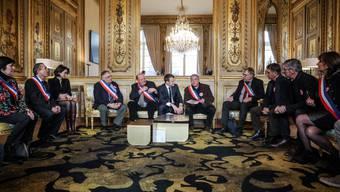 Mit der nationalen Debatte, an der auch Lokal- und Regionalpolitiker teilnehmen, hofft Emmanuel Macron, einen Ausweg aus der Gelbwesten-Krise zu finden.