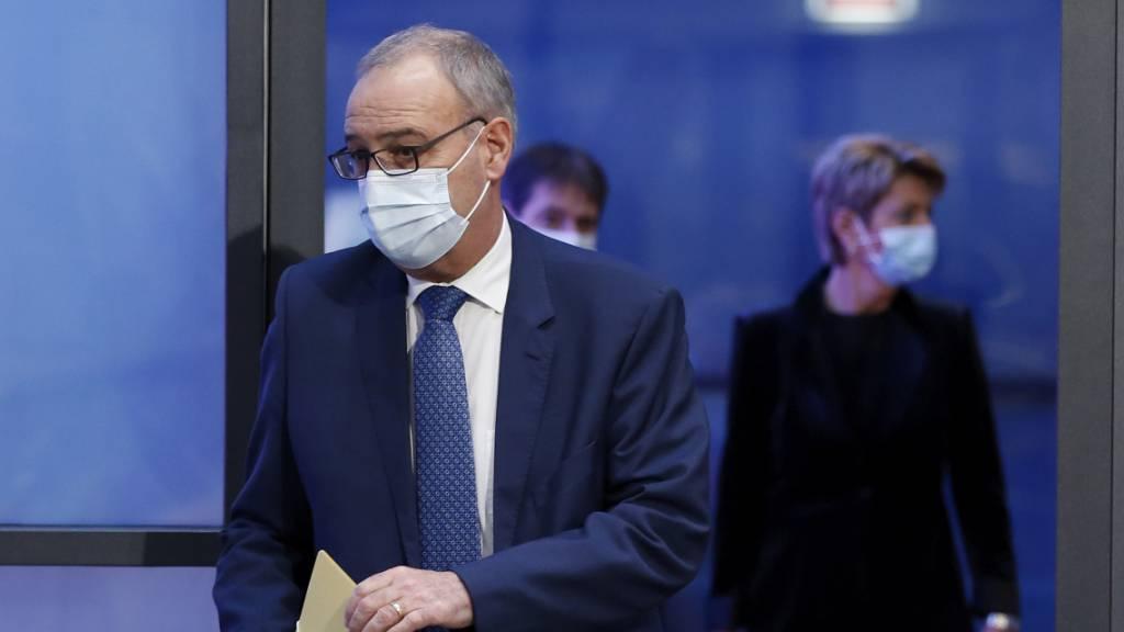 Wirtschaftsminister Guy Parmelin begrüsst das Nein zur Kriegsgeschäfte-Initiative.