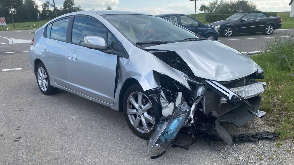 Hoher Sachschaden nach Unfall zwischen zwei Autos