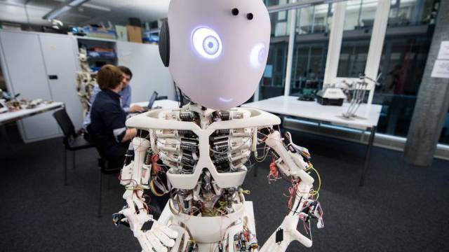 Der Roboter kann alles – wozu er programmiert ist. (Symbolbild)
