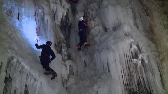 Nacht-Eisklettern im Muotathal