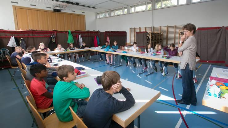 Nach der Evakuierung fand der Unterricht in der Turnhalle statt.