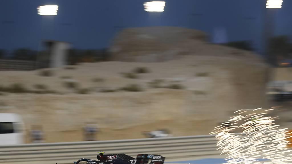Valtteri Bottas bring bei den Testfahrten in Bahrain seinen Wagen auf Touren