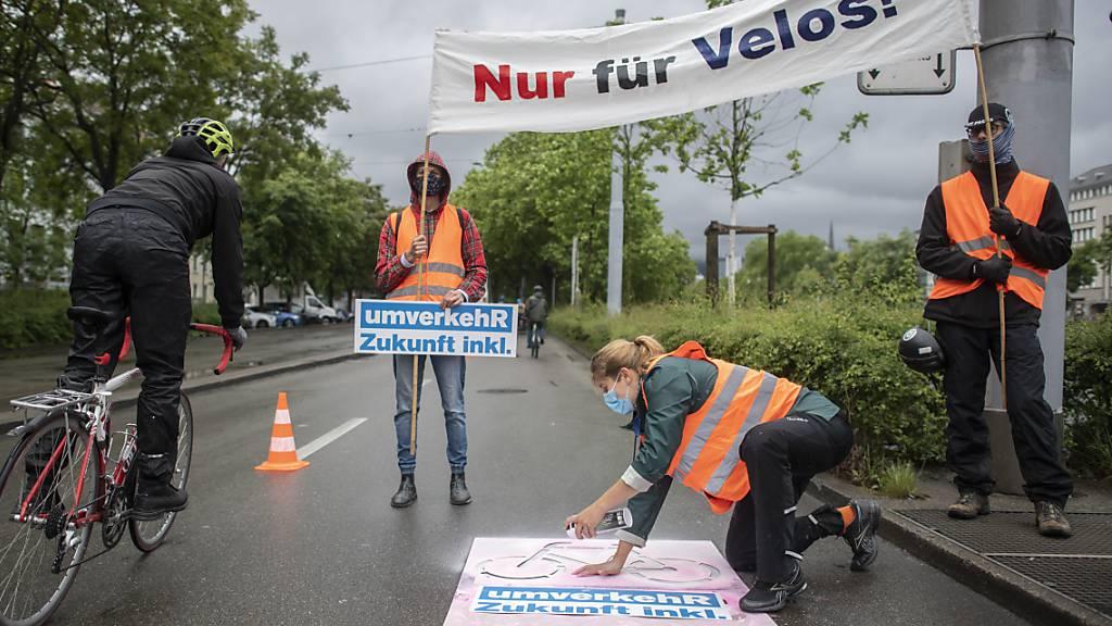 Wegen dieser Velo-Demo in Zürich vom 14. März 2020 stand die Gemeinderätin Simone Brander (SP) am Donnerstag vor dem Bezirksgericht Zürich. (Archivbild)