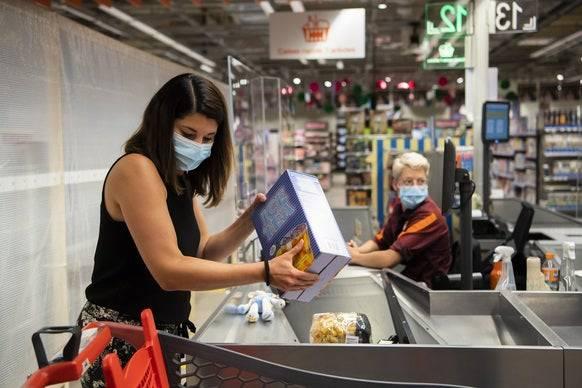 In Geschäften mit mindestens 10 Personen kommt man in der Waadt seit rund einem Monat nur noch mit Maske.