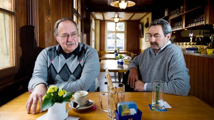 Zwei Rütiger, beide BDP-ler: Nationalrat Heinz Siegenthaler (r.) und alt Bundesrat Samuel Schmid 2011, als es im Dorf noch eine Beiz gab.