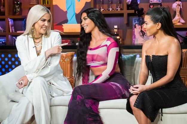 Die kleine Schwester hat die grosse an Berühmtheit überflügelt: Kim Kardashian (Mitte) mit der älteren Kourtney (rechts) und der jüngeren Khloe.