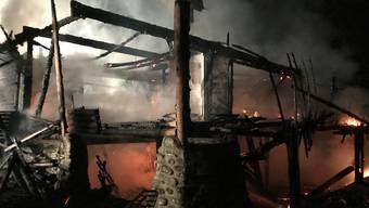 Die Rettungskräfte trafen das Gebäude am Samstagvormittag im Vollbrand an.