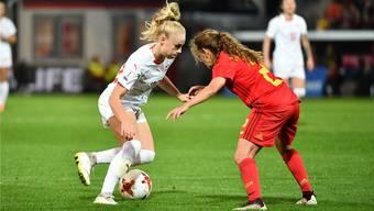 Alisha Lehmann (l.) überzeugte gegen Belgien mit zwei Toren.