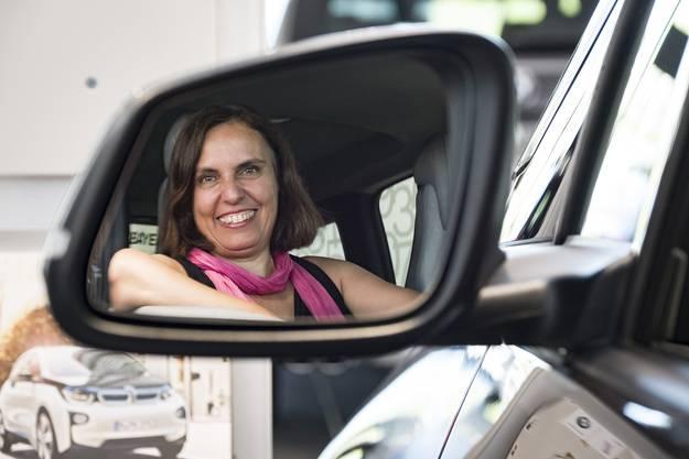 Wahlserie Regierungsratswahlen 2016, Elisabeth Ackermann in der BMW Vertretung am Dreispitz, in einem BMW i3