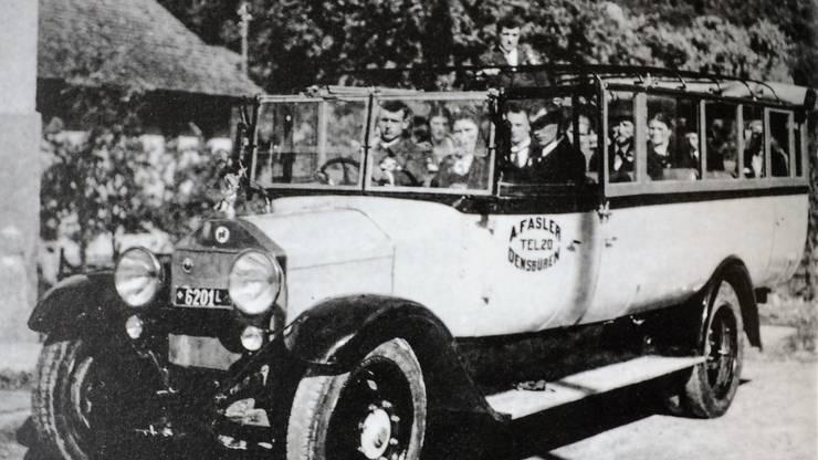 Staffelegg-Postauto Ende der Zwanzigerjahre.