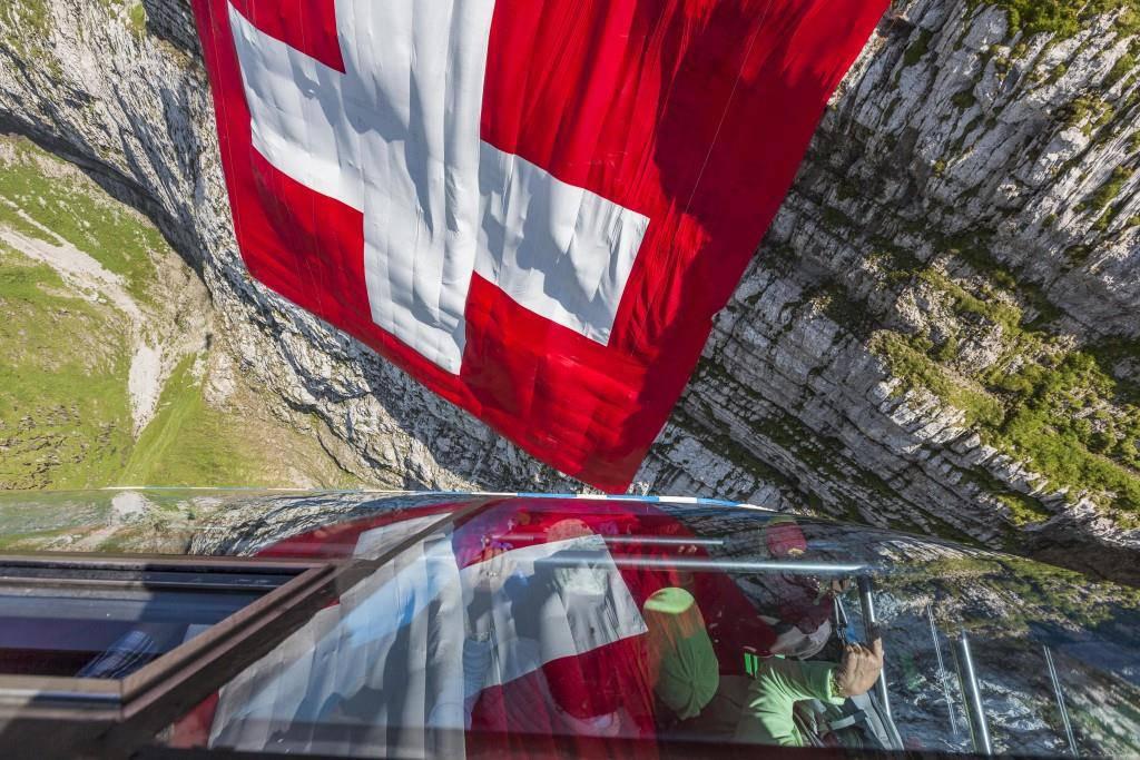 Die Schweizer Fahne auf dem Säntis (© pd)