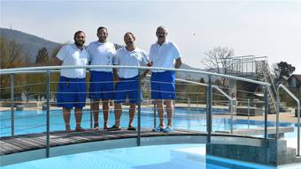 Das Fricker Badmeister-Team bereitet die Saison vor: (v.l.) René Frei, Peter Gómez, Markus Bättig und Paul Gürtler; es fehlen Remo Wieser und Thomas Mangold.
