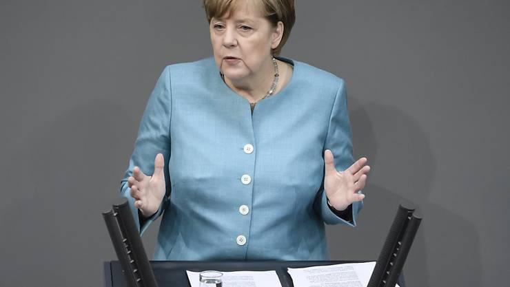 """Die deutsche Kanzlerin Angela Merkel warnt vor """"Isolationismus und Protektionismus"""" und stellt sich hinter das Klimaabkommen."""
