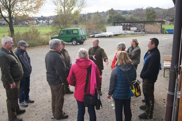 Am Samstag organisierte Pro Natura Aargau gemeinsam mit der Sektion Jagd und Fischerei vom Departement Bau, Verkehr und Umwelt eine Exkursion auf den Spuren eines ehemals weitverbreiteten heimischen Wildtiers, dem Rothirsch