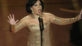 """Obwohl ihr der Song zu """"Goldfinger"""" seit 1964 Nervenflattern bereitet, würde die walisische Sängerin Shirley Bassey jederzeit wieder einen Bond-Song einspielen. (Archivbild)"""
