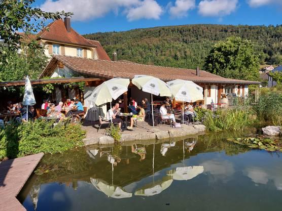 Am Seeli des Gasthofs Reh in Herbetswil genossen wir Kaffee & Gipfeli