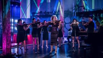 Auch im Club herrscht auf der Bühne Ordnung: Anne-Sophie Mutter in Berlin mit ihren «Virtuosi».