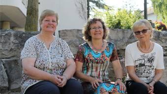 Der noch kleine Vorstand der Drittweltgruppe «dar a todos», der an der ersten Generalversammlung dieses Jahr gewählt wurde. Von links: Hanni Fürholz (Kasse), Ines Bänziger (Präsidentin), Margrit von Arx (Aktuarin).