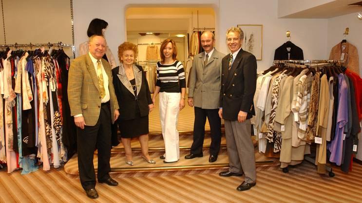 Das Modehaus Brühweiler feiert 2003 sein 50-jähriges Bestehen. Auf dem Bild kommen drei Generationen Brühweiler zusammen. (Archiv)