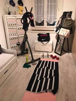 Taj Hunziker arbeitet normalerweise als Coiffeuse – nun hat sie ihr Zimmer zum Fitness-Studio umgewandelt.