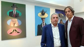 Maler Jörg Binz (links) mit seinem Freund und Vernissage-Redner, Mundartautor Pedro Lenz.