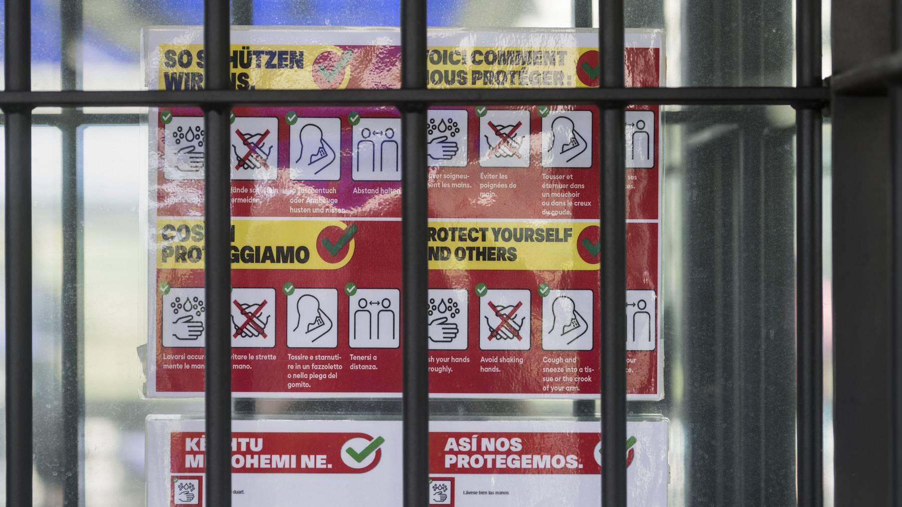 Bald hinter Gitter? Die Zürcher Polizei hat fünf Personen festgenommen, die verdächtigt werden, bei Coronakrediten betrogen zu haben. (Symbolbild)