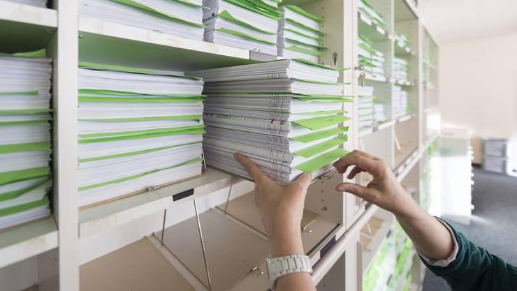 Der oder die angezeigte Stadträtin soll Drittpersonen vertrauliche Dokumente gegeben haben. (Symbolbild)