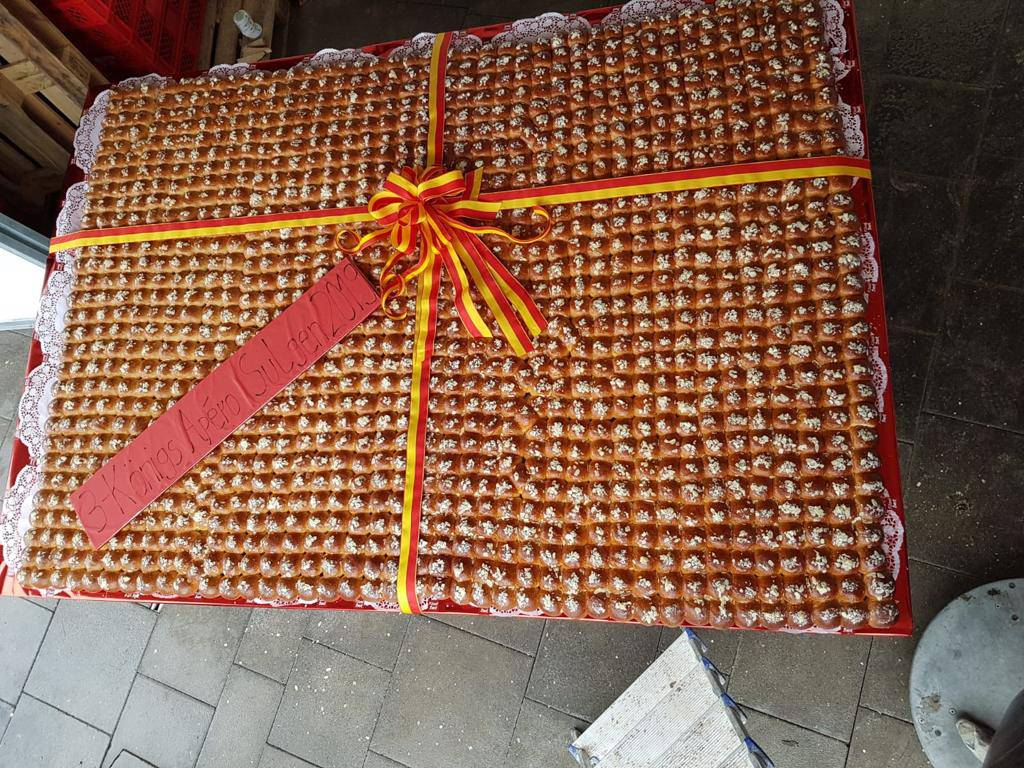 Auch in Sulgen gab es einen grossen Königskuchen mit 1'213 Brötchen (Bild: Leserreporter)