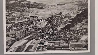 Eine historische Flugaufnahme der Gemeinde Staffelbach.