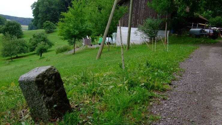 Streitigkeiten mit der Nachbargemeinde Schneisingen sorgten im Jahr 1798 dafür, dass die Grenze um den Bauernhof herum gelegt wurde.