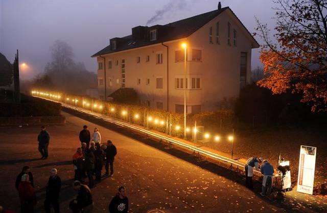 Die 60 Meter lange Crèmeschnitte der Bäckerei Dubach Selzach im Morgengrauen