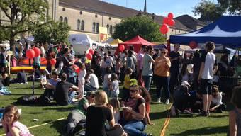 Auch das ist 1. Mai - ein friedliches Volksfest auf dem Kasernenareal. (Bild: Twitter)