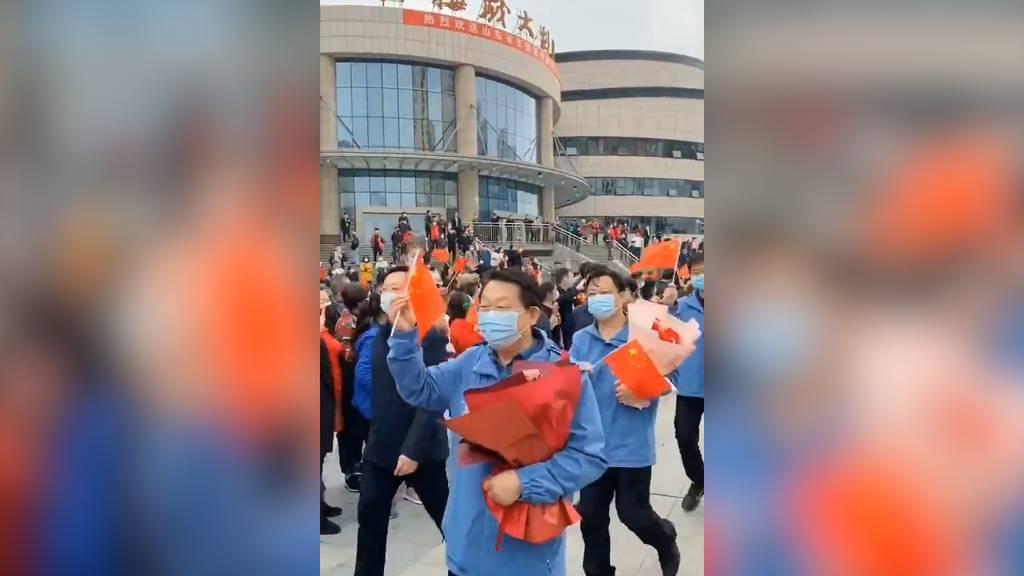 China ehrt Ärzte und Pflegepersonal auf der Heimreise