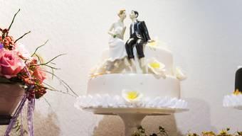 Der süsse Tag könnte mit einer höheren Steuerrechnung enden: Der Ständerat ist gegen eine rasche Abschaffung der Heiratsstrafe.  (KEYSTONE/Christian Beutler)