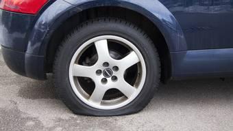 Die Rechnung für die zerstochenen Reifen hatte Jano nicht ans Gericht mitgebracht, weshalb der Richter nicht auf seine Schadenersatz-Forderung eingehen konnte. (Symbolbild)