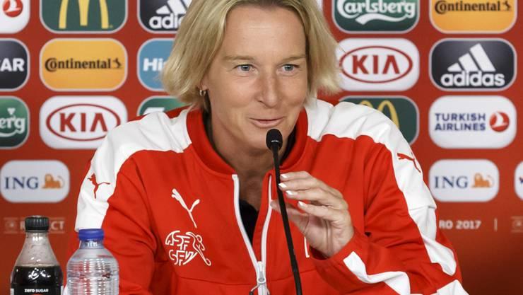 Nationaltrainerin Martina Voss-Tecklenburg spricht über das bevorstehende Schicksalsspiel gegen Frankreich