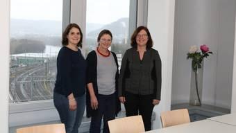 Von links: Alexandra Assus vom Mahlzeitendienst, Irène Wetter vom Haushilfedienst und Stellenleiterin Yvonne Berglund freuen sich über die neue Aussicht. DOT