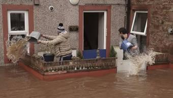 Im englischen Cumbria wurden wegen des Sturms Strassen überschwemmt.