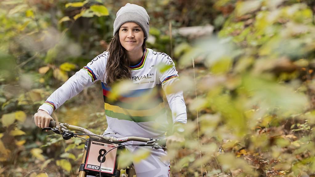 Camille Balanche mischt dank drei Podestplätzen aus drei Rennen im Kampf um den Gesamtweltcup ganz vorne mit