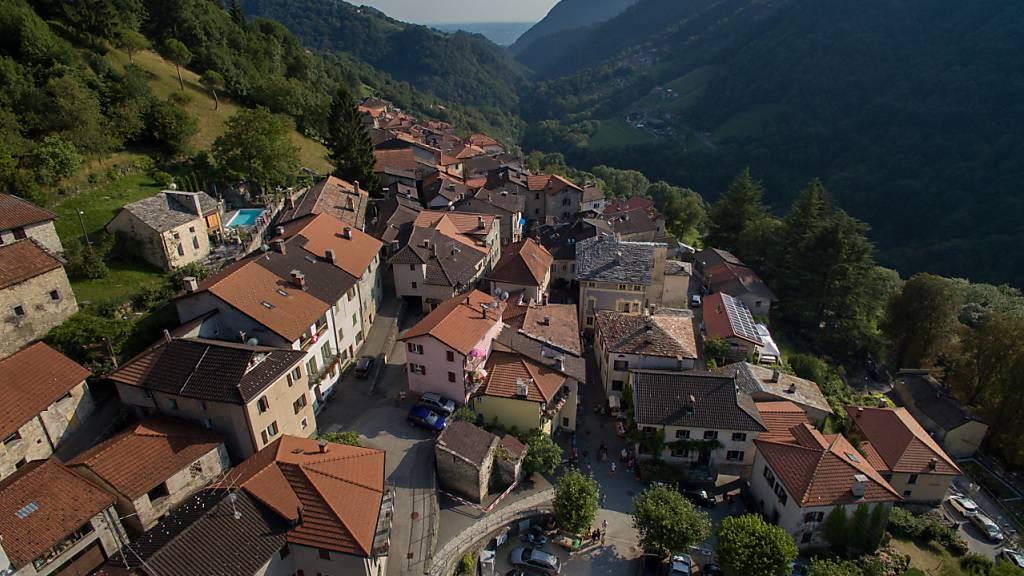 Die Tessiner Kommunalwahlen finden wegen der Coronakrise ein Jahr später statt. (Im Bild die Ortschaft Cabbio bei Mendrisio)