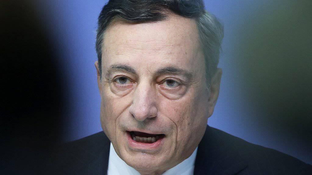 Hält an seinem Kurs der lockeren Geldpolitik fest: EZB-Chef Mario Draghi. (Archiv)