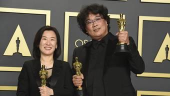 Produzentin Kwak Sin Ae und Regisseur Bong Joon Ho im Oscar-Glück.