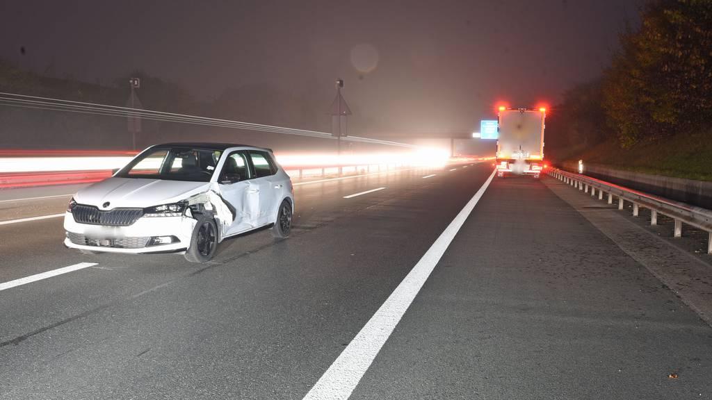 Kollision zwischen Lastwagen und Auto – eine Person verletzt