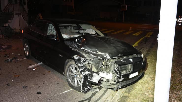 Das Auto des Unfallversursachers erlitt einen Totalschaden.
