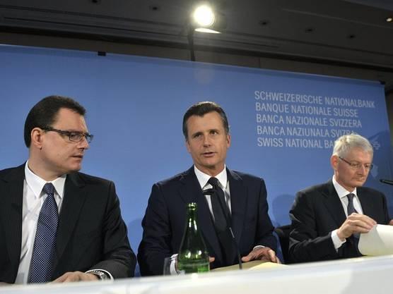 Einen Tag später, am 16. August 2011, erfährt Hildebrand von der Transaktion seiner Frau und informiert in Folge umgehend den Leiter Recht und Dienste der SNB über das Geschäft.