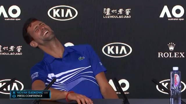 Hier witzelt Djokovic über einen Journalisten