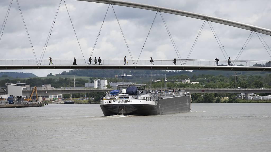 Rheinschifffahrt in Basel wegen Hochwassers gesperrt