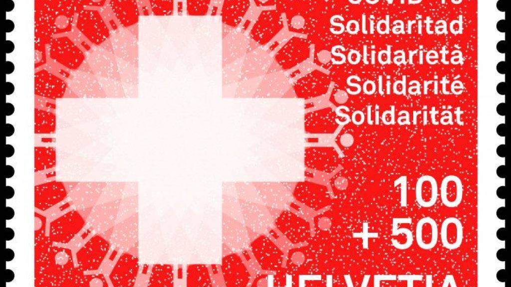 Mit dem Kauf der Solidaritäts-Briefmarke unterstützen Kundinnen und Kunden der Post unter anderem Lieferdienste für Risikogruppen sowie die Verteilung von Lebensmitteln.