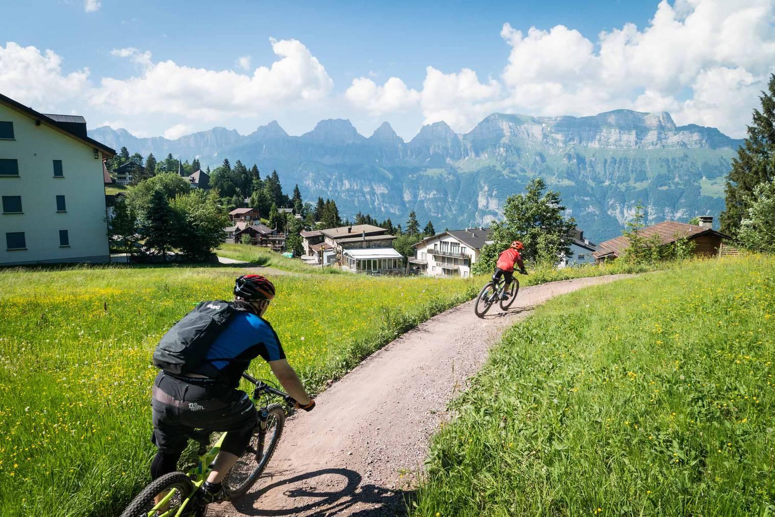 Biken vor wunderbarer Kulisse. (Bild: pd)